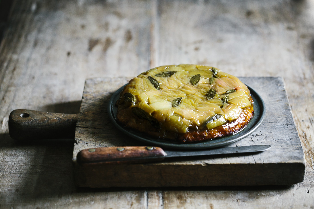 piroggi.com | Rhubarb upside-down cake with sage